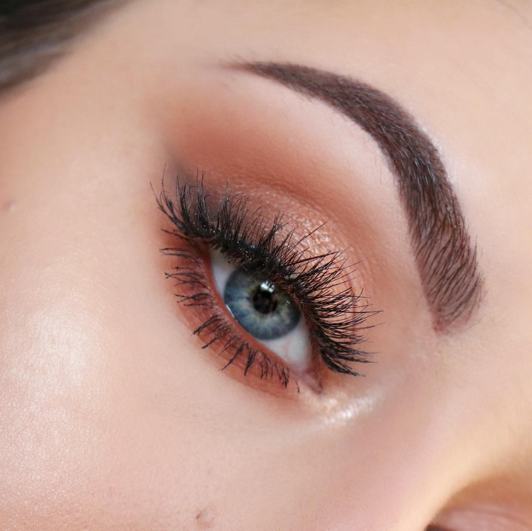 close up of faux mink eye lash extension.