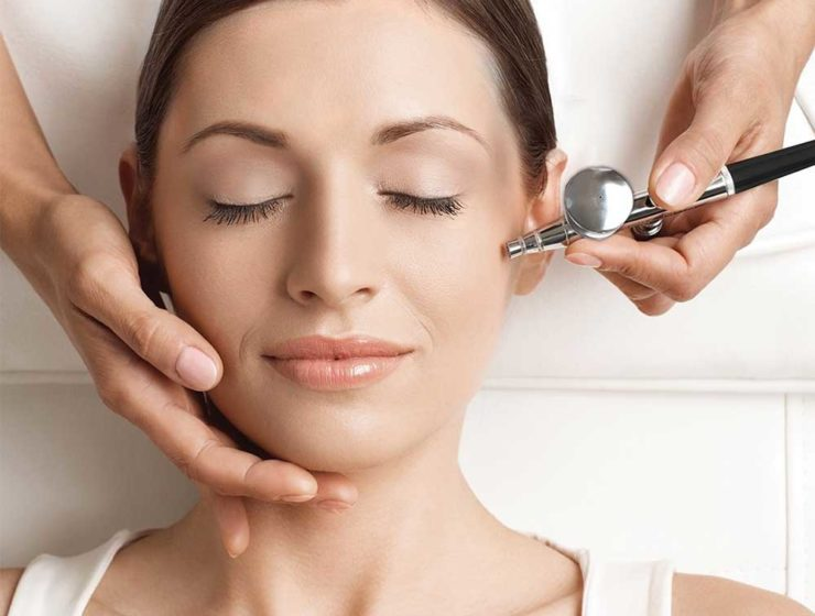 woman having an oxygen facial.